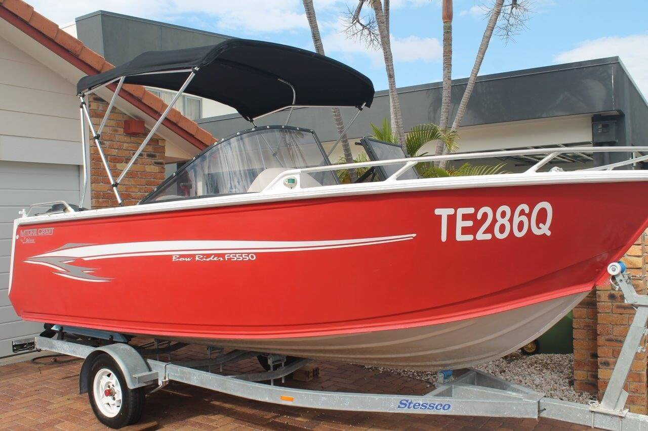 2009 Stessco 550 Bowrider with trailer 115HP Yamaha 4 Stroke